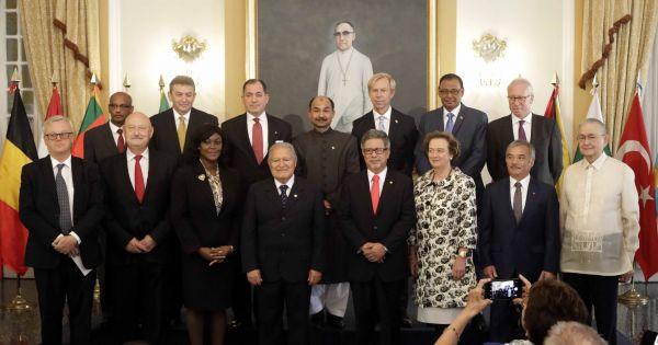 Đại sứ Nguyễn Hoài Dương trình thư ủy nhiệm của chủ tịch nước lên Tổng thống El Salvador