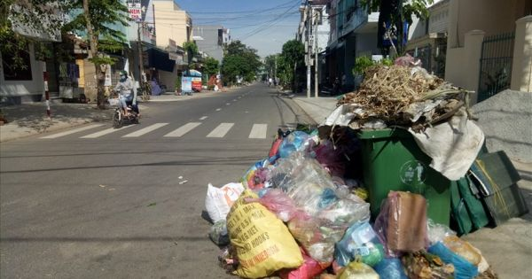 Dân chặn xe môi trường, TP.Quảng Ngãi ngập rác