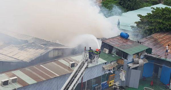 Cháy lớn tại một xưởng gỗ ở TP.HCM