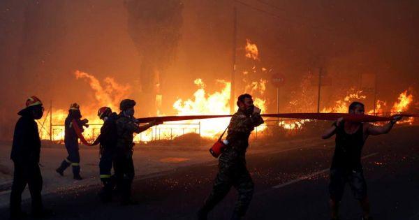 Cháy rừng dữ dội ở Hy Lạp gây thương vong lớn