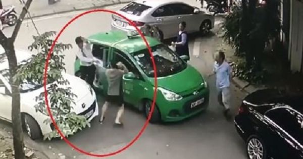 """Hà Nội: Khởi tố tài xế Mercedes cầm gạch """"choảng"""" vào đầu lái xe taxi"""