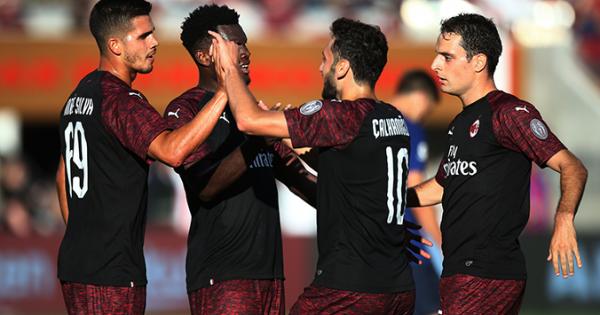 ICC 2018: Milan hạ Barca bằng bàn thắng muộn