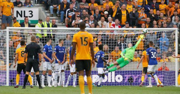 Chơi thiếu người, Everton chia điểm trước Wolves