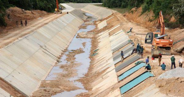 """Nước ngầm đẩy vỡ kênh bê tông dự án ngàn tỷ: """"Có bảo hiểm lo"""""""