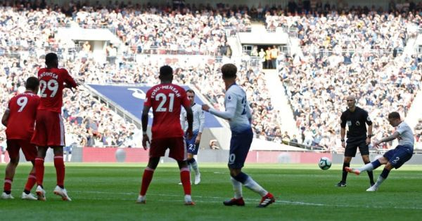 Kane ghi bàn, Tottenham giành trọn 3 điểm