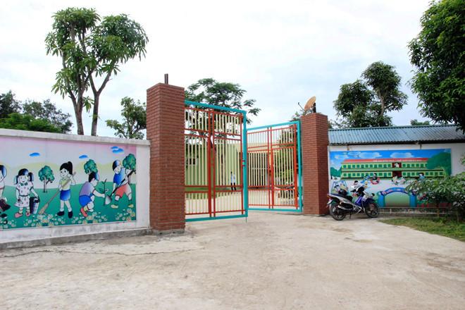 Nghệ An: Kỷ luật 5 cán bộ vụ cô giáo mầm non quỳ gối bên xe hơi chủ tịch