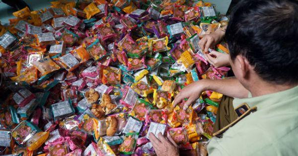 Gần 2.000 bánh trung thu gắn nhãn mác Trung Quốc bị thu giữ