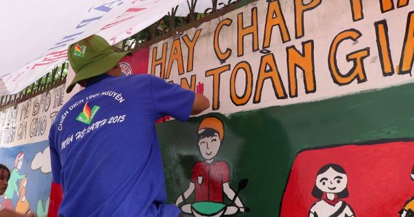 TP HCM: Sinh viên biến bức tường cũ thành tranh tuyên truyền