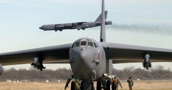 Mỹ điều B-52 tuần tra Biển Đông và biển Hoa Đông