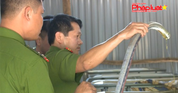 Hà Tĩnh: Bắt quả tang một cơ sở tái chế dầu nhớt lậu quy mô lớn