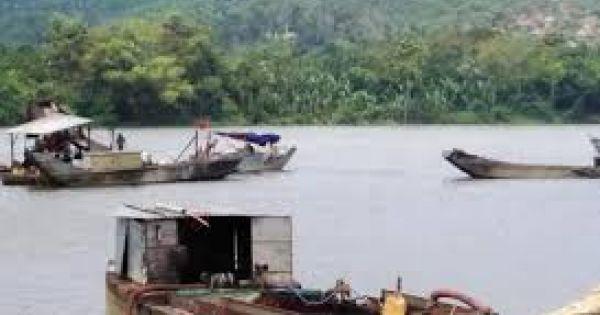 Nhiều doanh nghiệp băm nát sông Hương