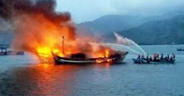Tàu chở 10.000 lít dầu cháy rụi ở Phú Quốc, thiệt hại 13 tỉ đồng