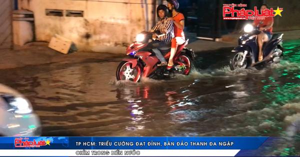 TP HCM: Triều cường đạt đỉnh, bán đảo Thanh Đa ngập chìm trong biển nước