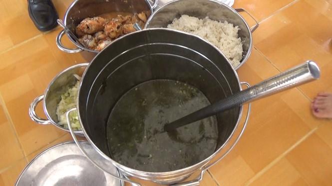 Yêu cầu công an điều tra vụ trẻ mầm non ăn cơm gạo mốc
