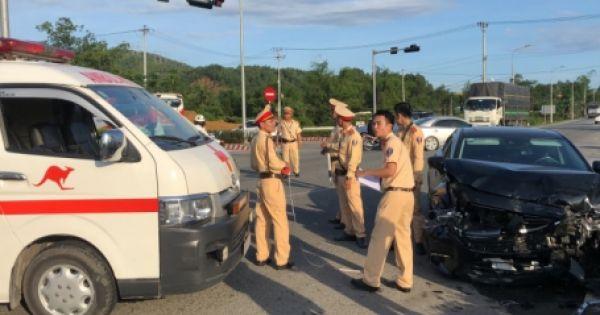 Đà Nẵng: Ôtô va chạm xe cấp cứu, 5 người bị thương nặng