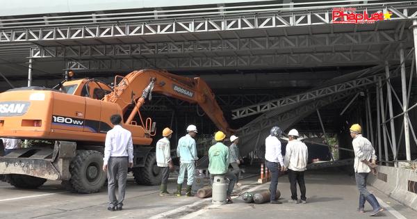 Sập giàn giáo trước hầm Thủ Thiêm, giao thông khu đông Sài Gòn tê liệt