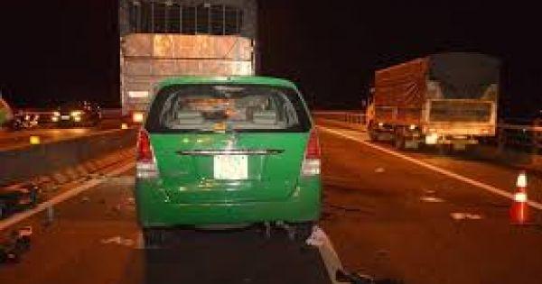 Cần Thơ: Xe taxi đâm xe tải khiến 3 người tử vong