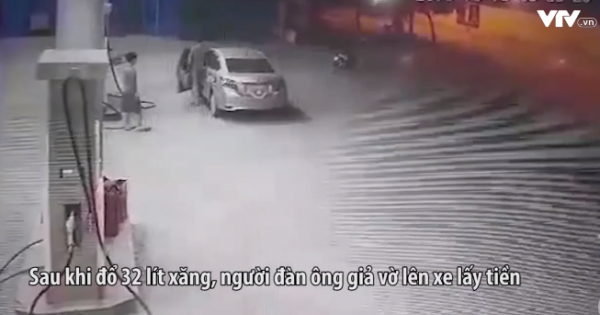 Người đàn ông đi xe ô tô đã cố tình bịt kín biển xe vào cây xăng đổ rồi bỏ chạy trước sự ngỡ ngàng của nhân viên