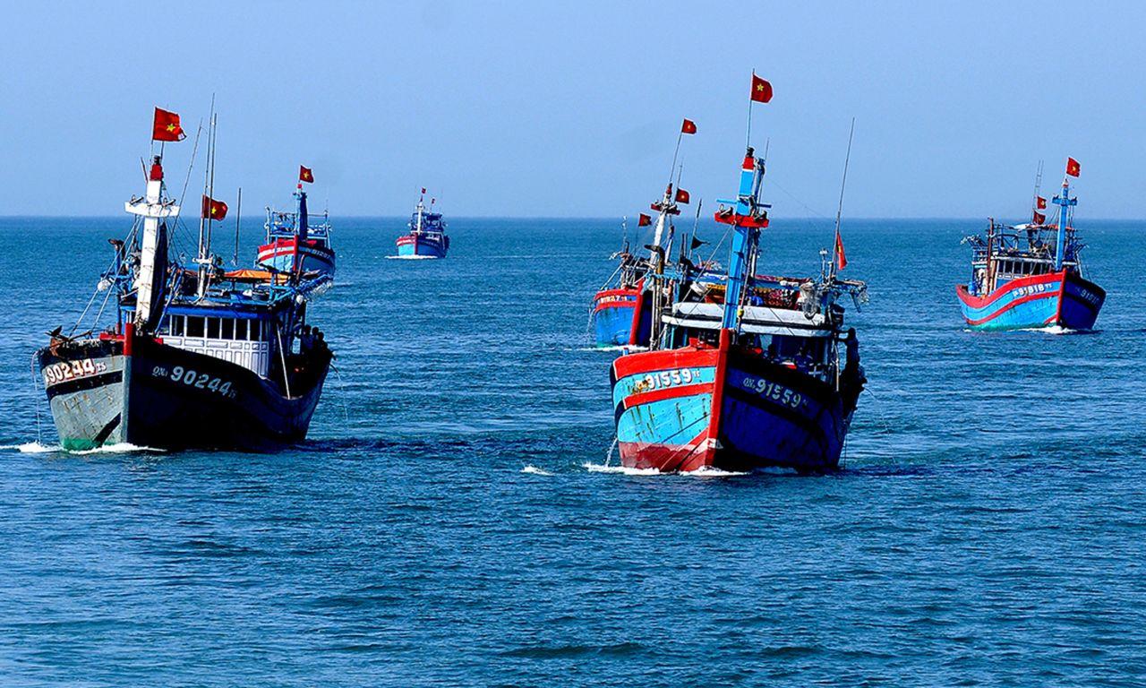 Quảng Ngãi: Tàu cá phát nổ gần đảo Lý Sơn, nhiều người thương vong
