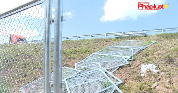 Nguy hiểm lưới chắn cao tốc Đà nẵng – Quảng Ngãi thi công dở dang