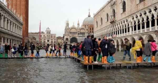 Italy: Triều cường kèm mưa lớn, Venice ngập nặng kỷ lục