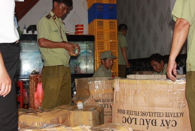 """Phát hiện cơ sở xuất mỹ phẩm dỏm """"Made in Thailand"""" ở Sài Gòn"""