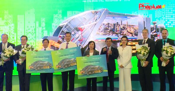 VWS trao tặng 6 xe vận chuyển rác công nghệ Hoa Kỳ cho TPHCM, Long An, Kiên Giang