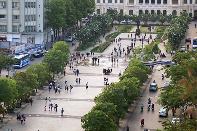 """Đề xuất """"khóa"""" hẳn đường Nguyễn Huệ thành phố đi bộ"""