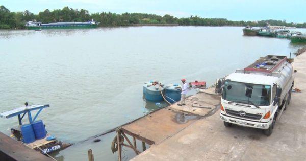 Thuyền chở 26 tấn hóa chất axit Clohydric chìm xuống sông Đồng Nai