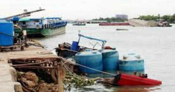 Vụ chìm thuyền sông Đồng Nai: Chủ thuyền không có giấy phép chở 80 tấn axít