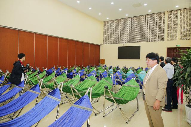 Trường đại học đầu tiên ở Việt Nam có khu nghỉ trưa lắp máy lạnh, rất tiện nghi nhưng hoàn toàn miễn phí
