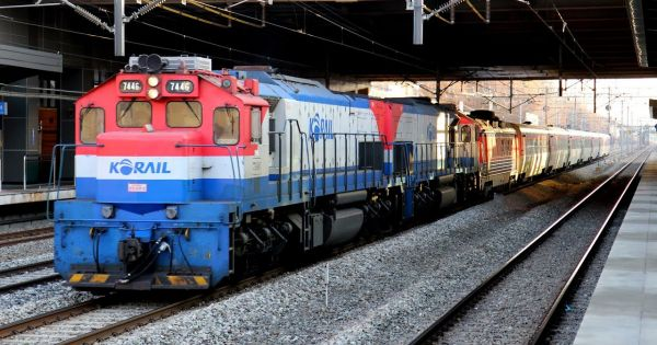 Hai miền Triều Tiên cùng khảo sát tuyến đường sắt liên Triều