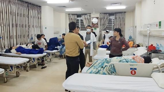 Hơn 60 người nhập viện sau khi ăn bánh mì ở quán vỉa hè