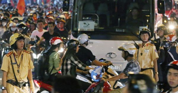 Cảnh sát Giao thông huy động 100% quân số, nhiều xe bị cấm vào trung tâm Sài Gòn