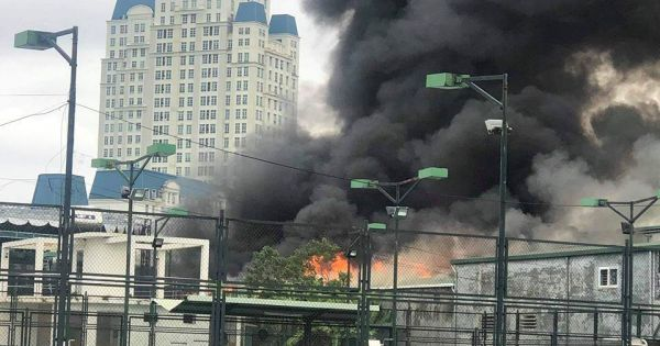 Cháy lớn xưởng ô tô gần trụ sở Liên đoàn bóng đá Việt Nam