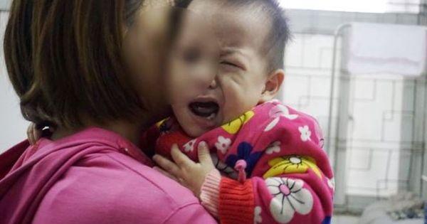 Hàng chục trẻ nhập viện vì liệt mặt, méo miệng do rét
