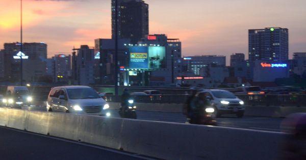 Cảnh sát Giao thông TP.HCM: Hàng chục ngàn người Sài Gòn chạy xe máy vào làn ô tô
