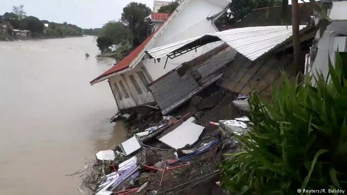 Bão Usman tràn vào Philippines ngay trước thềm Năm mới, gần 70 người thiệt mạng