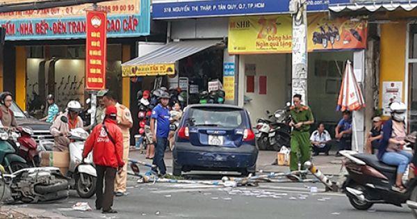 Cụ ông lái thử xe gây tai nạn liên hoàn