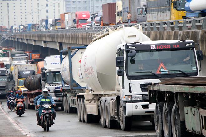 'Siết' kiểm tra container, xe khách sau loạt tai nạn