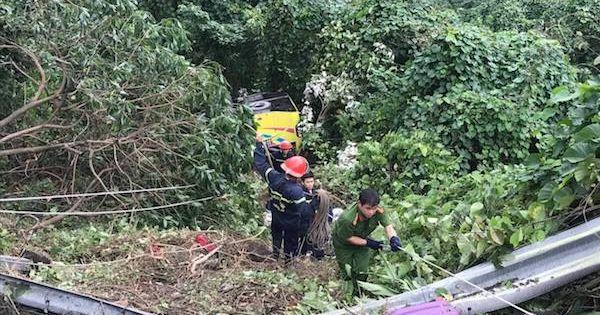 Xe khách rơi trên đèo Hải Vân, 23 người bị nạn