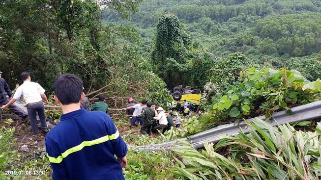 Khởi tố tài xế xe chở đoàn sinh viên lao xuống vực