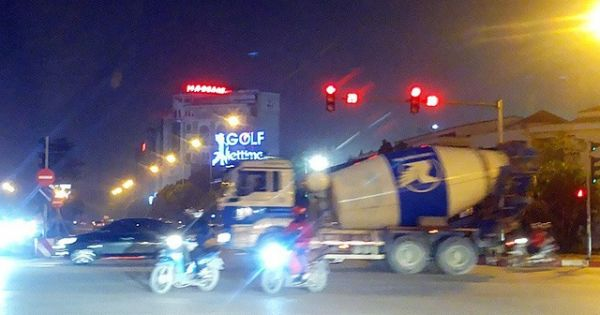 Xe bồn tung hoành ngang dọc Hà Nội ngày cận Tết