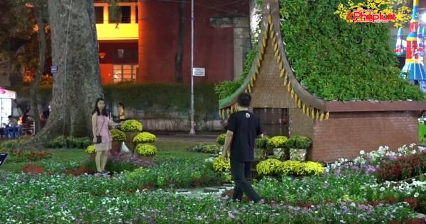 """Người dân TP HCM và du khách ùn ùn """"check in"""" Hội hoa Xuân Tao Đàn"""