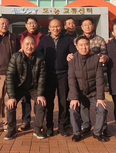 HLV Park Hang-seo được chào đón nồng nhiệt khi thăm quê đầu năm