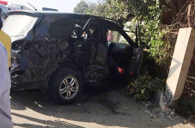 Xe khách tông xe con, 8 người thương vong