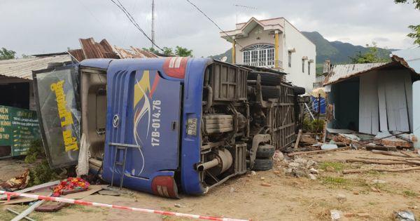 Lật xe khách ở Nha Trang, hàng chục người nhập viện
