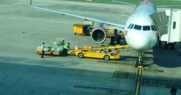 Ném hành lý như ném gạch, nhân viên sân bay Đà Nẵng bị cảnh cáo