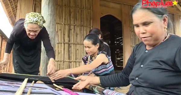 QUẢNG NGÃI: Nghề dệt thổ cẩm của người H'rê trở thành di sản văn hóa phi vật thể quốc gia