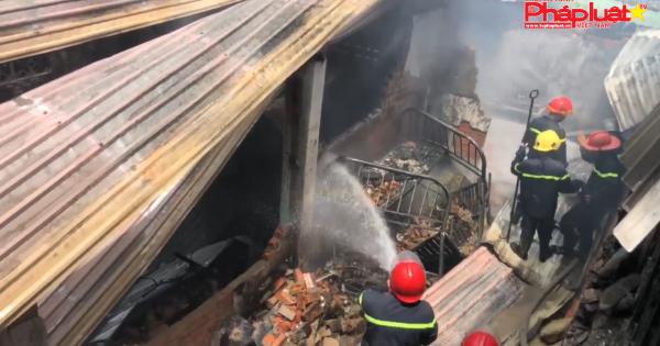 TPHCM: Cháy lớn thiêu rụi hoàn toàn 2 căn nhà